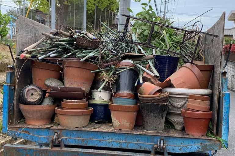 剪定枝や植木鉢、雑草などのゴミ回収