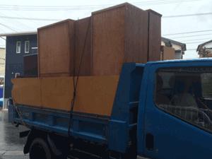 大量の家具などを回収処分