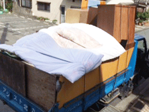 家具、布団などを回収処分