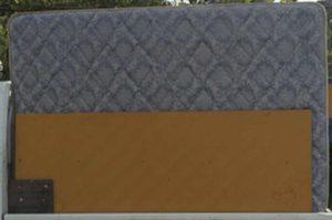 軽トラックにダブルサイズのベッドマットレスを積載(横から撮影)