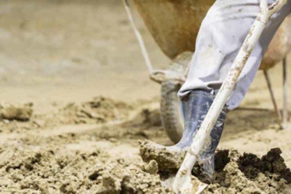土砂の積み込み作業