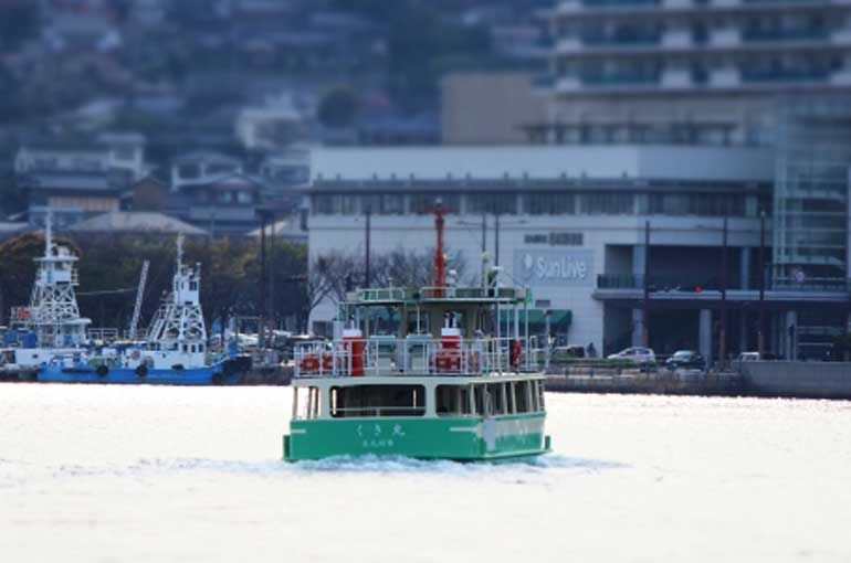 戸畑を出港する渡船