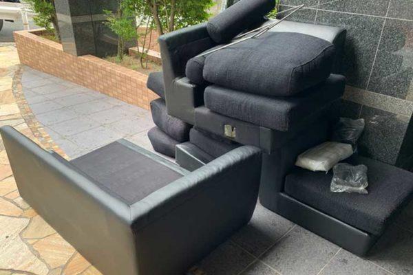 オットマン付きのソファー一式